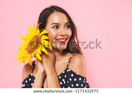 Zadowolony brunetka kobieta sukienka słoneczniki Zdjęcia stock © deandrobot