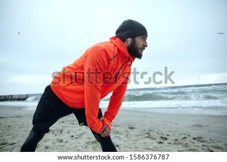 ハンサム 小さな スポーツ 男 立って ビーチ ストックフォト © deandrobot