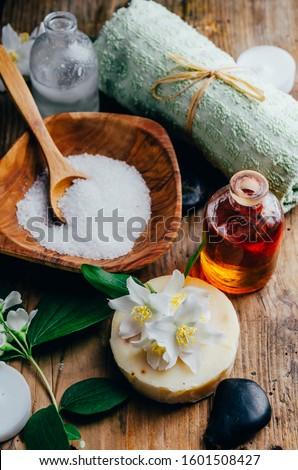 Bozót szirmok fürdőkád aromás olaj fürdő Stock fotó © galitskaya