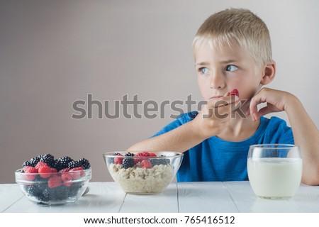子供 · ブロンド · 食べ · 表 · 幼年 - ストックフォト © ElenaBatkova