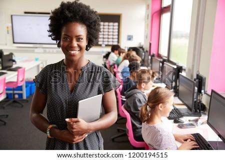 счастливым школы учитель цифровой таблетка глядя Сток-фото © wavebreak_media