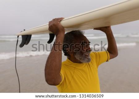 側面図 アクティブ シニア 男 サーフボード ストックフォト © wavebreak_media
