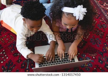 aile · dizüstü · bilgisayar · kullanıyorsanız · birlikte · oturma · odası · ev · Internet - stok fotoğraf © wavebreak_media