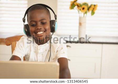 Ver feliz africano americano menino sessão Foto stock © wavebreak_media