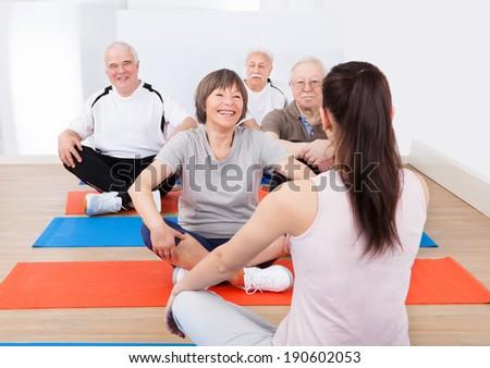 Elöl kilátás női edző idős emberek Stock fotó © wavebreak_media