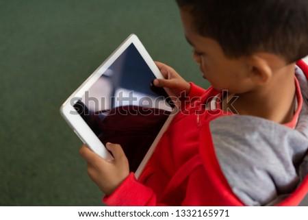 Cute schooljongen digitale tablet Stockfoto © wavebreak_media