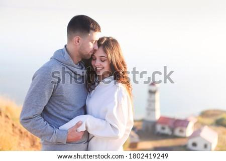 Romantyczny para wraz świetle latarni Zdjęcia stock © dashapetrenko