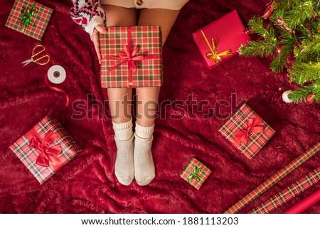 Crăciun decoratiuni hartie de ambalaj copac Imagine de stoc © ElenaBatkova