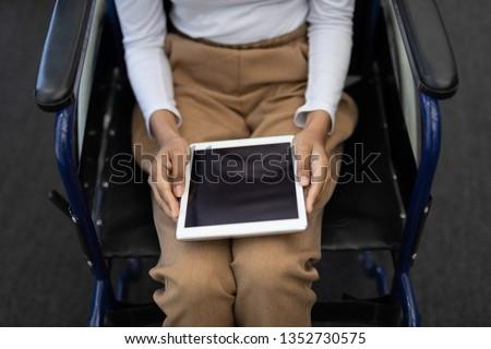 молодые инвалидов деловая женщина рабочих компьютер столе Сток-фото © wavebreak_media