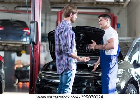 Cliente garagem reparar carro mulher feliz Foto stock © Lopolo