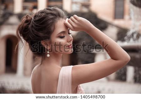 Hermosa jóvenes morena mujer elegante vestido Foto stock © Victoria_Andreas