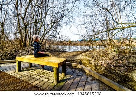 senior · vrouw · mooie · bos · park · gelukkig - stockfoto © Lopolo