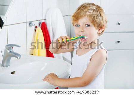 mały · blond · chłopca · nauki · krajowy - zdjęcia stock © galitskaya