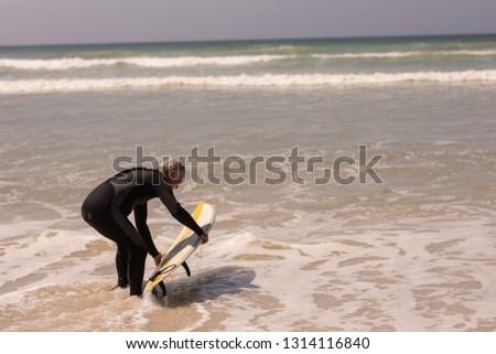 側面図 シニア 男性 ファー サーフボード サーフィン ストックフォト © wavebreak_media