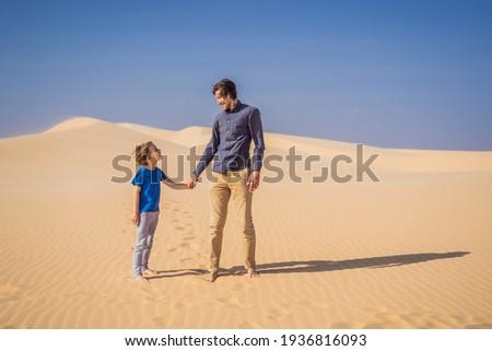 Baba oğul beyaz çöl çocuklar adam Stok fotoğraf © galitskaya