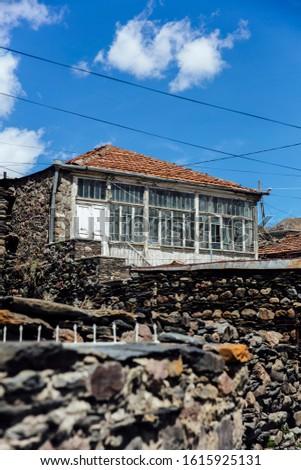 öreg hegy ház falu csúcs kilátás Stock fotó © boggy