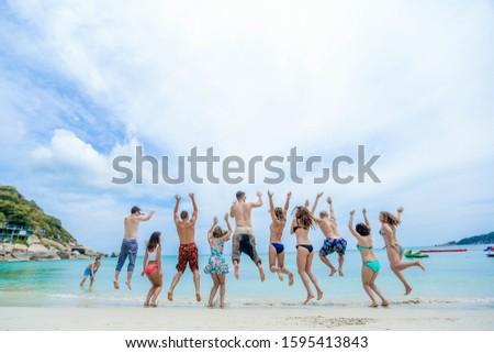 Empresa amigos ir todo junto océano Foto stock © ElenaBatkova