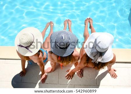 üç · kızlar · oturma · yüzme · havuzu · yaz · rahatlatıcı - stok fotoğraf © dash
