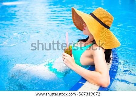 Gyönyörű barna hajú nő bikini kalap élvezi Stock fotó © Yatsenko