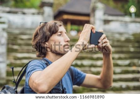 Masculino turista velho templo goa ilha Foto stock © galitskaya