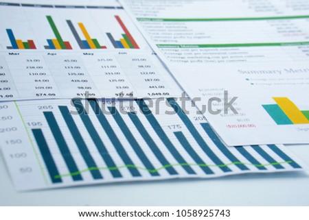 Pénzügyi bankügylet stock táblázat boglya érme Stock fotó © Freedomz