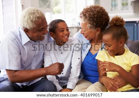 フロント 表示 アフリカ系アメリカ人 祖母 孫 読む ストックフォト © wavebreak_media