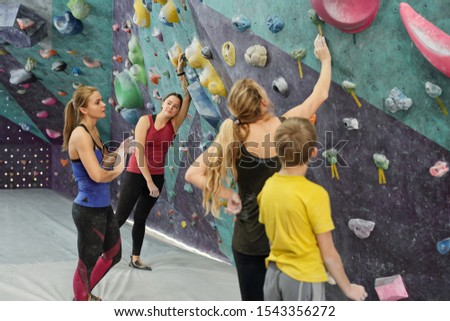 Grupo activo mujeres juvenil nino romper Foto stock © pressmaster
