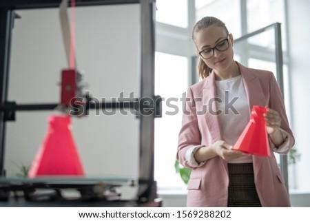 Zarif kadın tasarımcı basılı kırmızı Stok fotoğraf © pressmaster