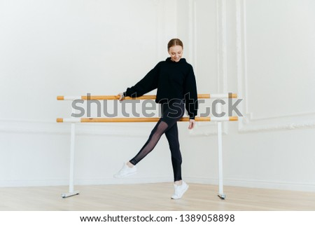 Genç balerin sıcak yukarı siyah uç Stok fotoğraf © vkstudio