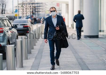Shot człowiek zewnątrz grypa koronawirus napojów Zdjęcia stock © vkstudio