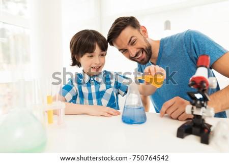 Apa fia vegyi otthon házi nyálka család Stock fotó © galitskaya