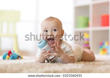 bébé · potable · lait · bouteille · enfant · fenêtre - photo stock © blamb