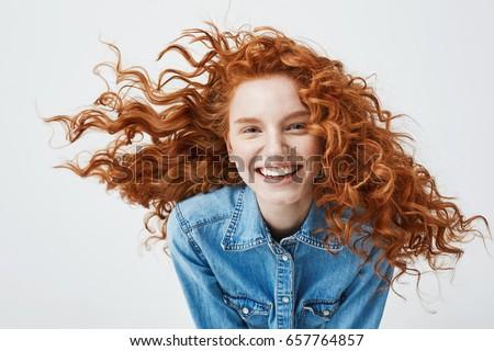 Foto stock: Belo · jovem · sorrindo · sardas · isolado