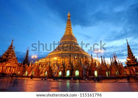 Shwedagon Pagoda shining in the beautiful sunset in Yangon, Myan Stock photo © weltreisendertj