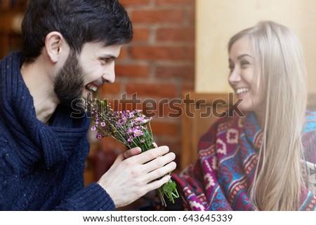 Authentiek afbeelding jonge echt romantische paar Stockfoto © zurijeta