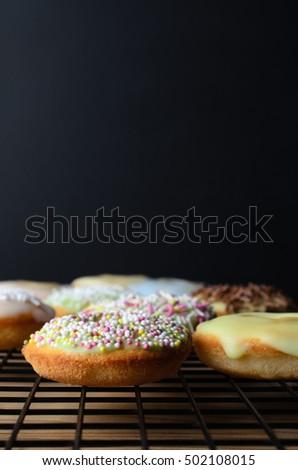 украшенный мини пончик торты охлаждение стойку Сток-фото © frannyanne