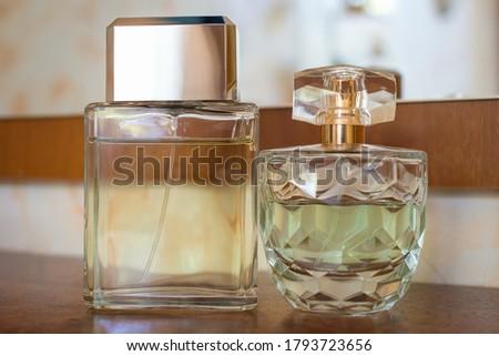 belle femme parfum bouteille accent brillant jeune fille photo stock dmytro. Black Bedroom Furniture Sets. Home Design Ideas