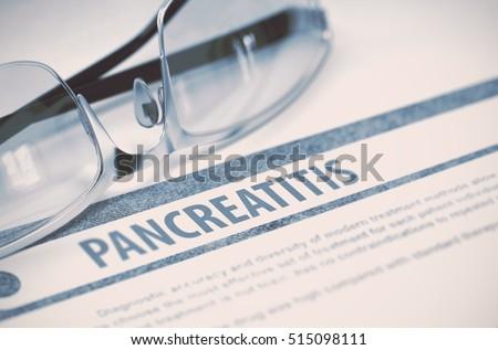 Diagnoza medycznych sprawozdanie jasnozielony pigułki strzykawki Zdjęcia stock © tashatuvango
