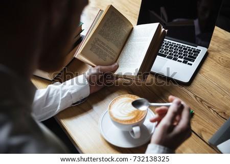 diák · tanul · kávézó · étel · oktatás · tanul - stock fotó © deandrobot
