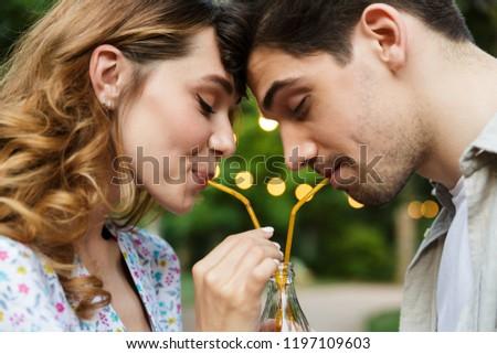 jóvenes · amoroso · Pareja · aire · libre · parque - foto stock © deandrobot