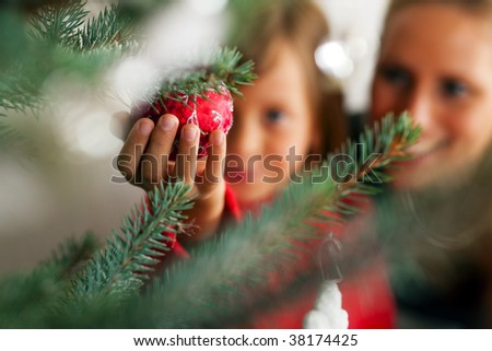 Fiatal lány karácsonyfa tart karácsony kéz meglepett Stock fotó © Kzenon