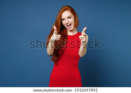 Afbeelding jonge vrouw 20s rode jurk lachend Stockfoto © deandrobot