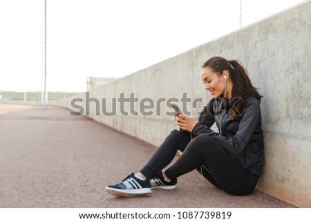 写真 · 小さな · 健康 · スポーツ · 女性 · 座って - ストックフォト © deandrobot
