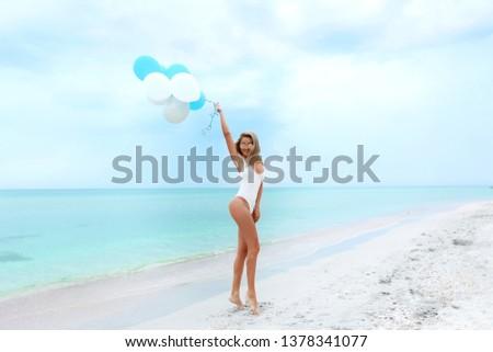синий · цвета · морем · Солнцезащитные · очки · песок · Focus - Сток-фото © elenabatkova