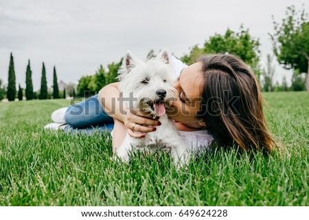 cute · petite · fille · chien · ami · animal · fleur - photo stock © boggy