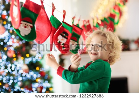 Papai noel rena natal apresentar Foto stock © Wetzkaz