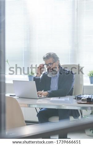 Reifen Direktor Unternehmen schauen Papier Stock foto © pressmaster