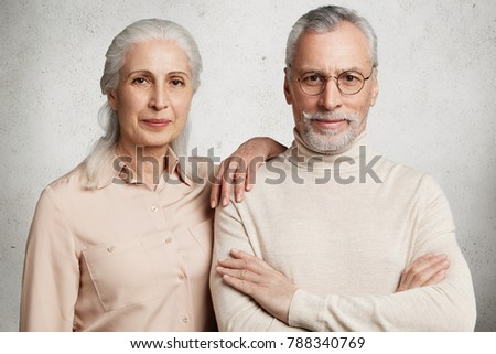 Tiro agradável olhando esposa ombro Foto stock © vkstudio