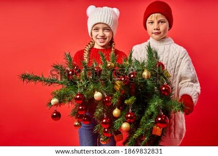 Godny podziwu kobiet dziecko Święty mikołaj hat ciepły Zdjęcia stock © vkstudio