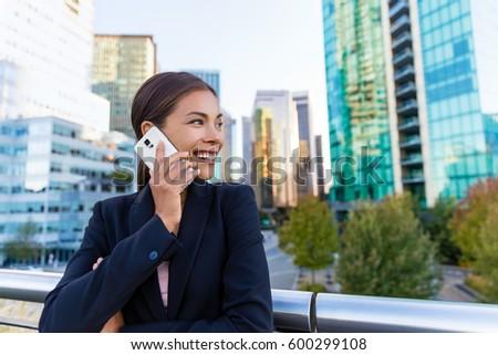 Asiático mulher chamada telefone móvel Vancouver cidade Foto stock © Maridav